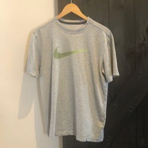 Nike Dri- Fit short Sleeve Tee Shirt size medium